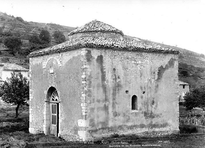 Photo du Monument Historique Baptistère dit le Panthéon (chapelle circulaire) situé à Riez