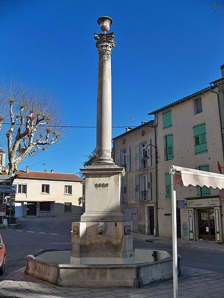 Photo du Monument Historique Fontaine dite de la Colonne situé à Riez
