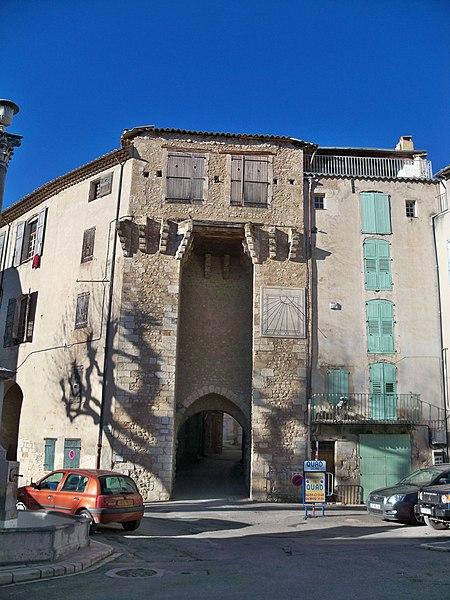 Photo du Monument Historique Portes (deux anciennes) : Porte d'Ayguières et Porte Saint-Sébastien situé à Riez