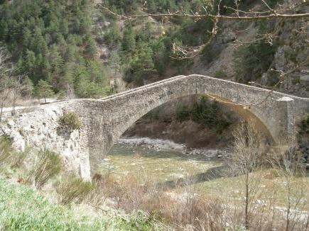 Photo du Monument Historique Pont de la Reine Jeanne situé à Saint-Benoît