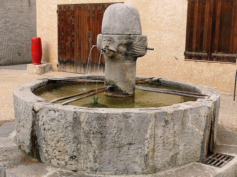 Photo du Monument Historique Fontaine situé à Senez