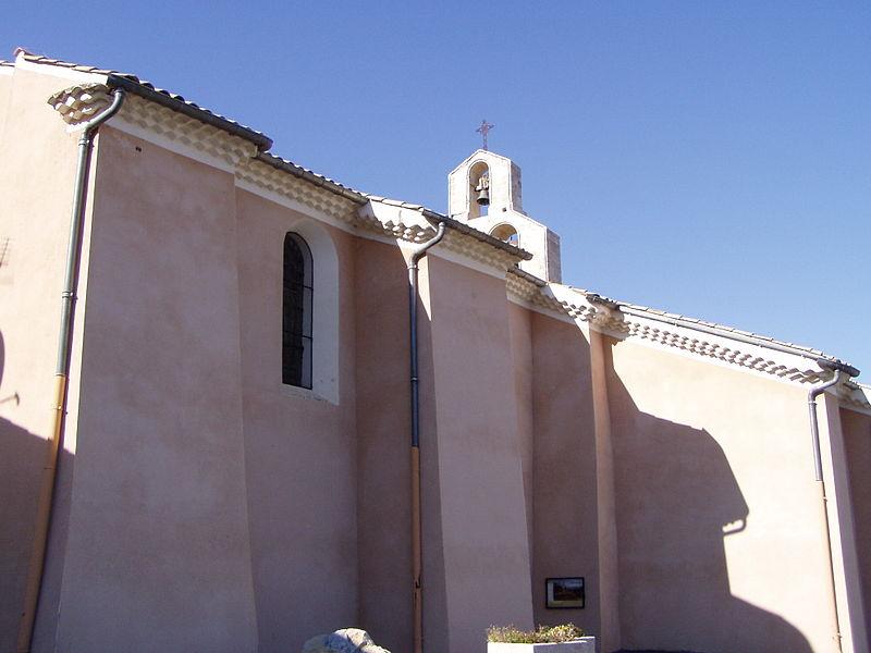 Photo du Monument Historique Eglise paroissiale Saint-Saturnin dite Notre-Dame-de-la-Roche situé à Villeneuve