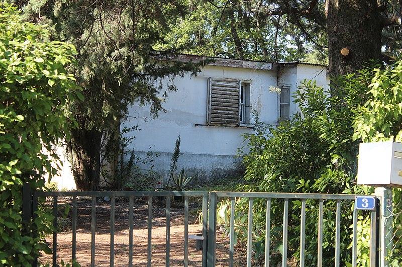 """Photo du Monument Historique Maison en bois à portique appelée aussi """"chalet"""" situé à Château-Arnoux-Saint-Auban"""