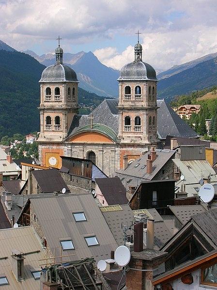 Photo du Monument Historique Eglise paroissiale Notre-Dame, Saint-Nicolas (ancienne collégiale) situé à Briançon