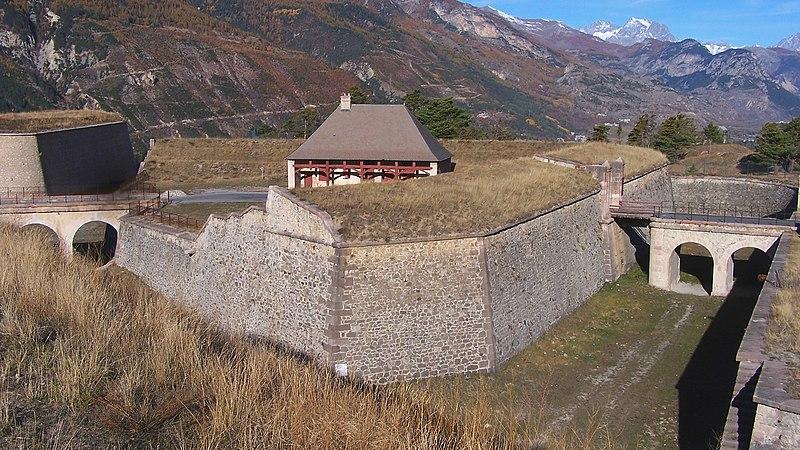 Photo du Monument Historique Fort d'Anjou et ensemble des terrains nus attenant situé à Briançon