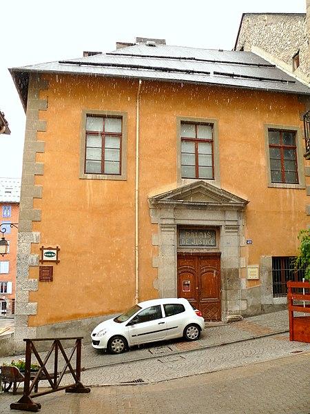 Photo du Monument Historique Immeuble dit ancienne maison du Roi, actuellement Palais de Justice situé à Briançon