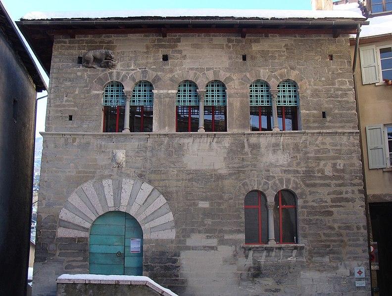 Photo du Monument Historique Maison des Chanonges ou du Chapître, anciennement collège des Chanoines de la cathédrale situé à Embrun