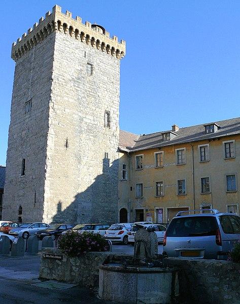 Photo du Monument Historique Ancien archevêché d'Embrun situé à Embrun