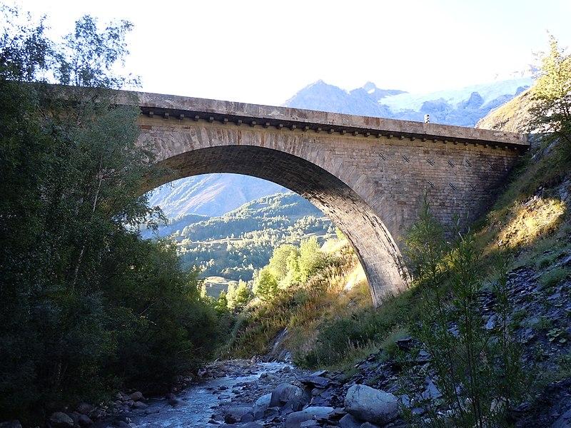 Photo du Monument Historique Pont franchissant le Maurian sur la N. 91 situé à La Grave