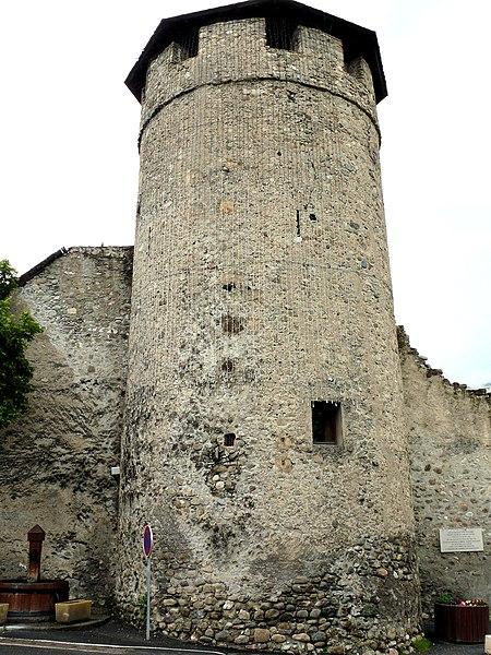 Photo du Monument Historique Tour dite Tour d'Eygliers situé à Guillestre