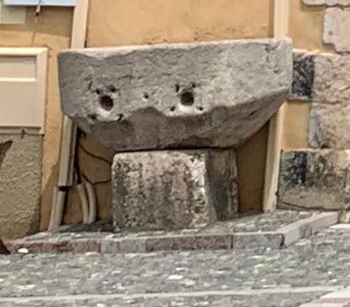 Photo du Monument Historique Mesure banale de grains en pierre situé à Mont-Dauphin