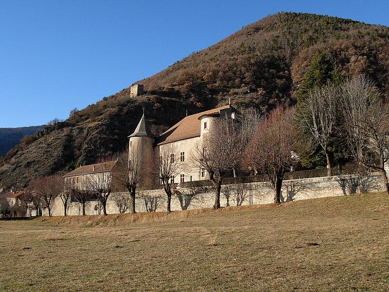 Photo du Monument Historique Château de Montmaur situé à Montmaur