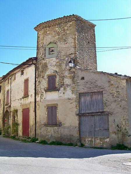 Photo du Monument Historique Tour carrée et immeuble qui la jouxte situé à Saint-André-de-Rosans