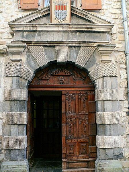 Photo du Monument Historique Maison dite hôtel de Perrinet, actuellement mairie, ancien hôtel de Lesdiguières situé à Serres