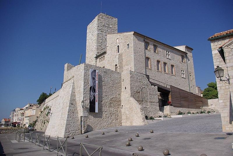Photo du Monument Historique Château des Grimaldi, actuellement musée Picasso situé à Antibes