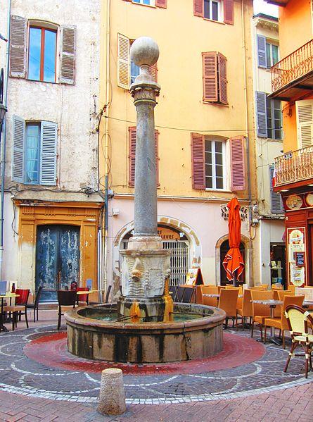 Photo du Monument Historique Fontaine situé à Antibes