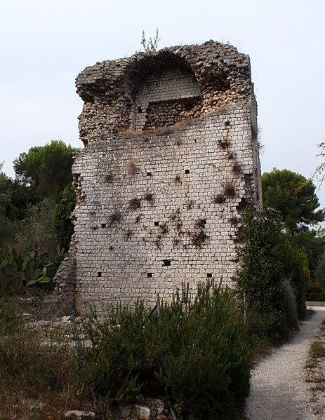 Photo du Monument Historique Monument romain dit La Tour de la Chèvre d'Or situé à Biot