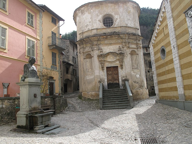 Photo du Monument Historique Chapelle supérieure de l'Annonciation ou chapelle des Pénitents Blancs d'en-haut situé à La Brigue