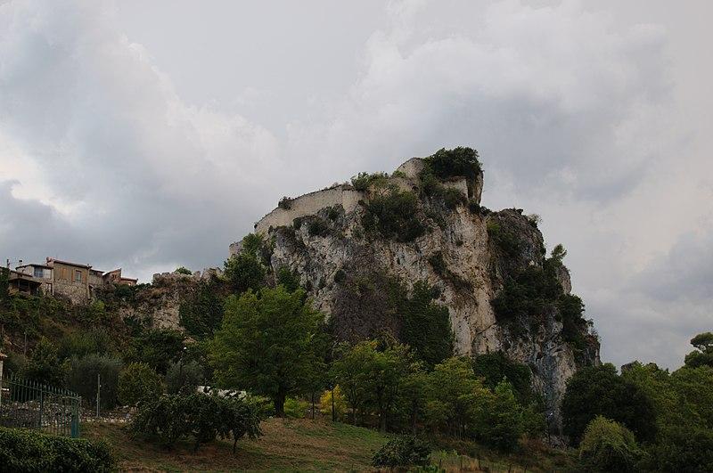 Photo du Monument Historique Château (ruines) situé à Gilette