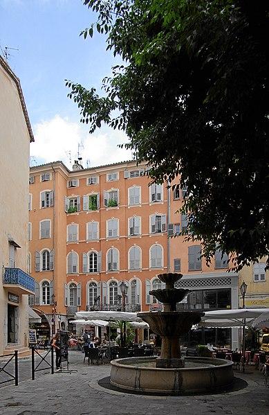 Photo du Monument Historique Fontaine publique situé à Grasse