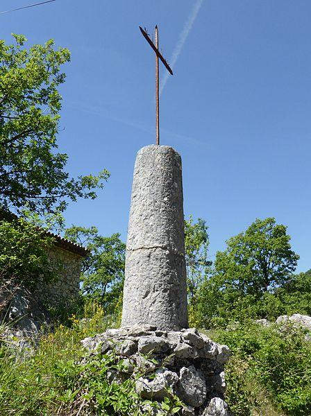 Photo du Monument Historique Borne milliaire situé à Gréolières