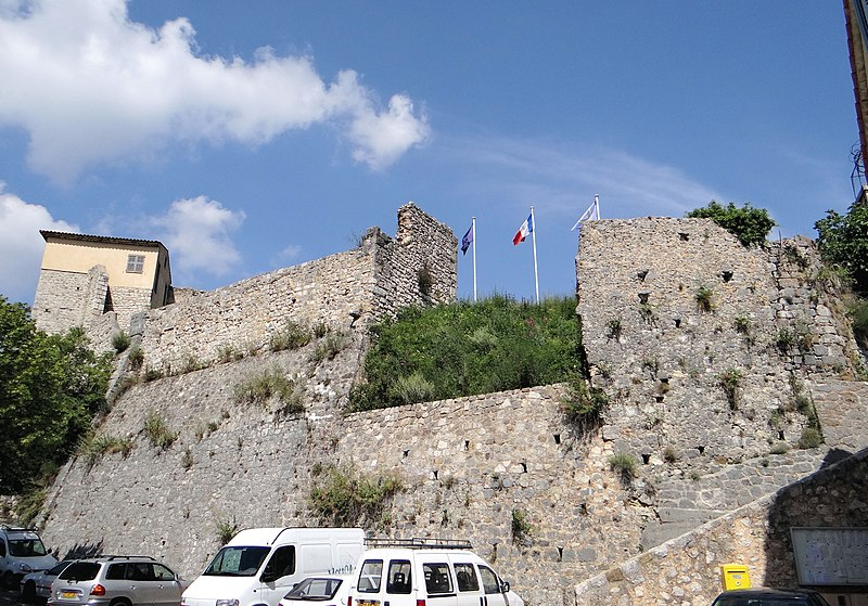 Photo du Monument Historique Château (ruines) situé à Gréolières