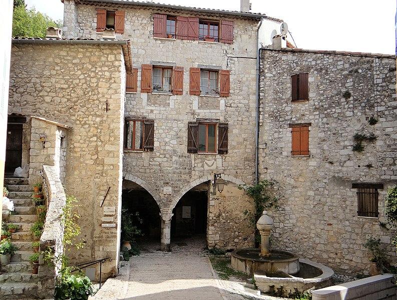 Photo du Monument Historique Place Lascaris situé à Peille