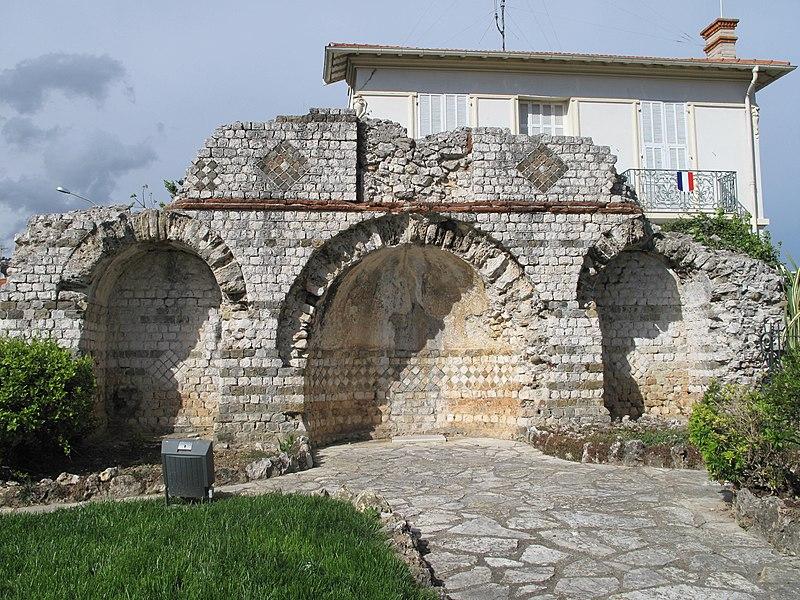 Photo du Monument Historique Tombeau romain situé à Roquebrune-Cap-Martin