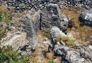 Photo du Monument Historique Dolmen de la Graou situé à Saint-Cézaire-sur-Siagne