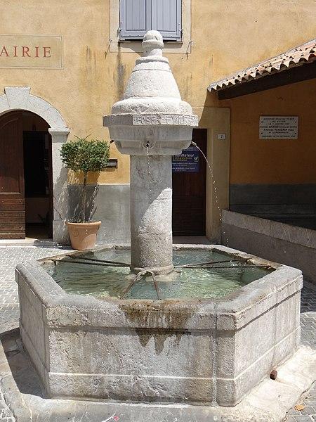 Photo du Monument Historique Fontaine publique situé à Sigale