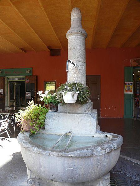 Photo du Monument Historique Fontaine sise sous les arcades situé à Sospel