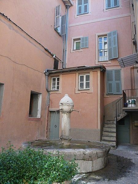 Photo du Monument Historique Fontaine circulaire situé à Sospel