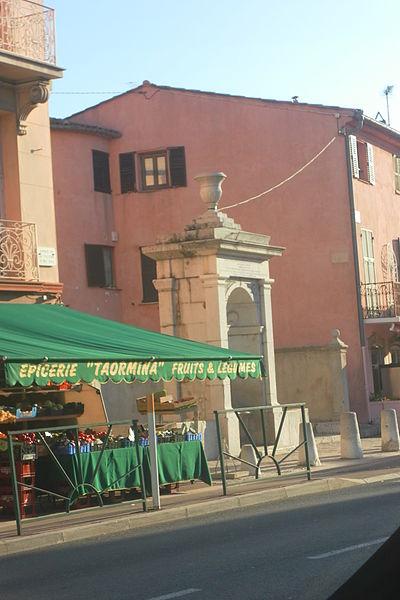 Photo du Monument Historique Fontaine publique en face de la mairie situé à La Turbie
