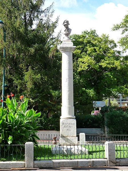 Photo du Monument Historique Colonne commémorative du débarquement de Napoléon situé à Vallauris