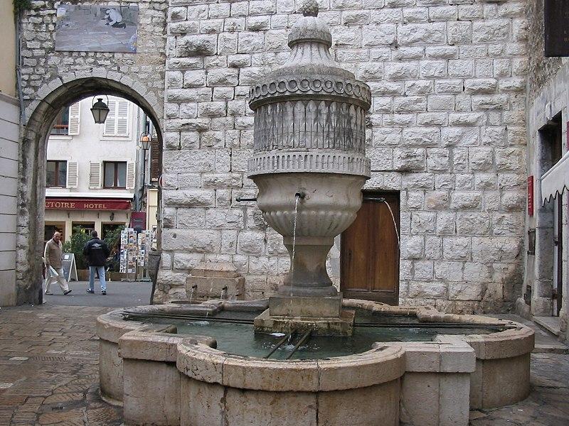 Photo du Monument Historique Fontaine publique situé à Vence