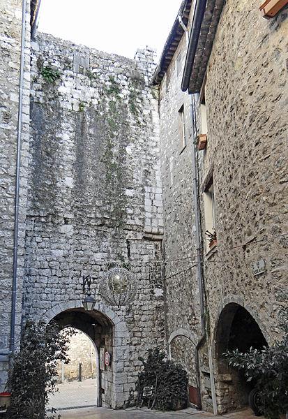 Photo du Monument Historique Remparts (vestiges des anciens) situé à Vence