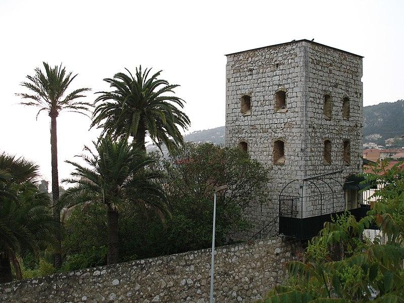 Photo du Monument Historique Tour dite Torre Vecchia et remparts (restes) situé à Villefranche-sur-Mer