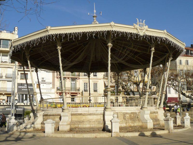 Photo du Monument Historique Kiosque à musique des Allées de la Liberté situé à Cannes