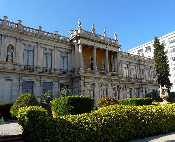 Photo du Monument Historique Ancienne villa les Palmiers, actuellement Archives municipales, et son parc, actuellement parc des Grands Cèdres situé à Nice