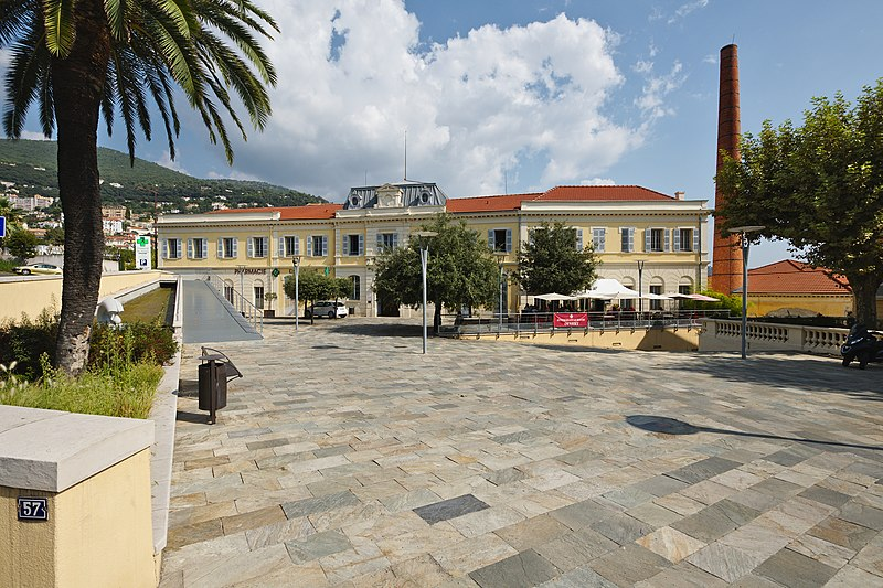 Photo du Monument Historique Ancienne parfumerie Roure-Bertrand situé à Grasse