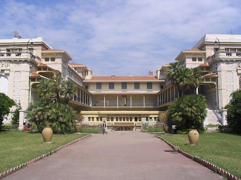 Photo du Monument Historique Lycée Masséna situé à Nice