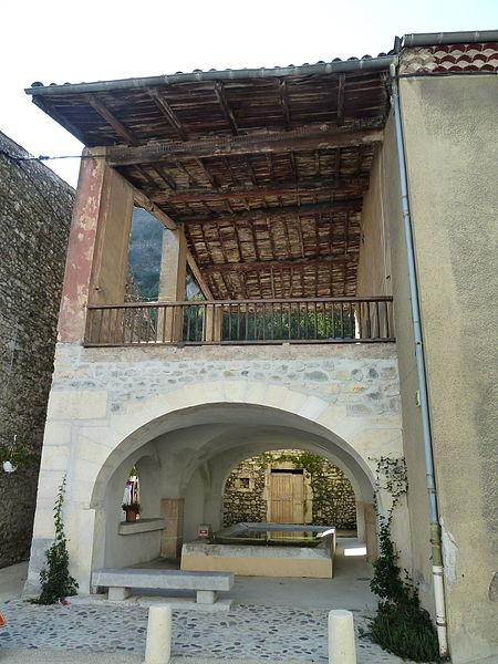 Photo du Monument Historique Fontaine et lavoir situé à Baix