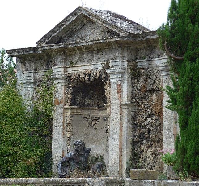 Photo du Monument Historique Bassin de Neptune, dans la propriété dite Le Grand-Jardin situé à Bourg-Saint-Andéol