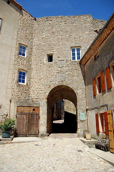 Photo du Monument Historique Porte de ville situé à Chalencon