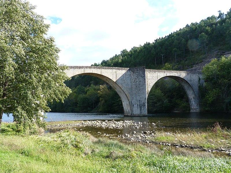Photo du Monument Historique Pont sur le Chassezac situé à Chambonas