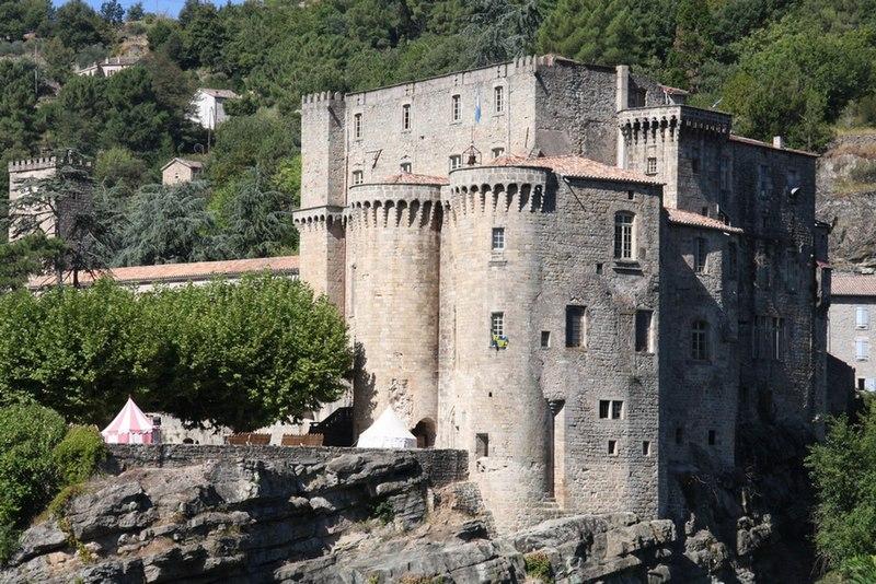 Photo du Monument Historique Château situé à Largentière
