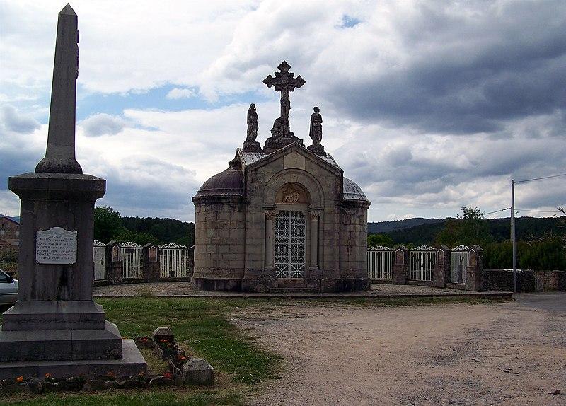 Photo du Monument Historique Chapelle funéraire situé à Payzac