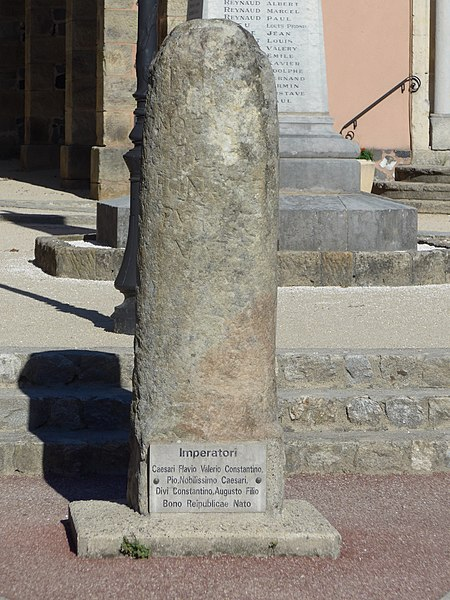 Photo du Monument Historique Borne milliaire situé à Pont-de-Labeaume