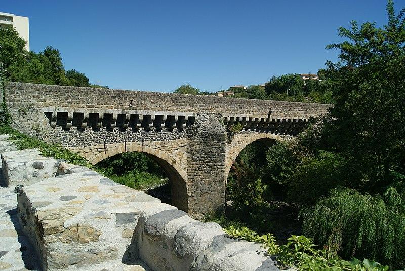 Photo du Monument Historique Pont d'Ouveze situé à Privas