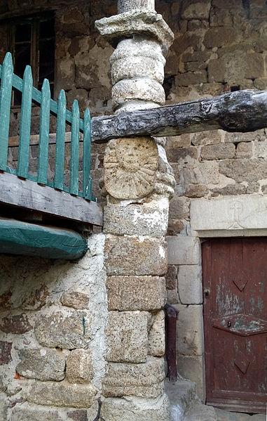 Photo du Monument Historique Colonne avec masque solaire situé à Saint-Félicien